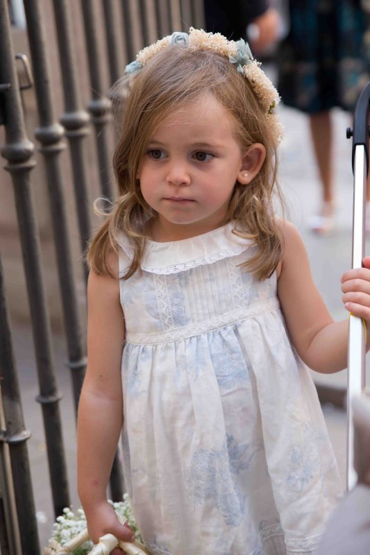 e2618e7a5 La cestita con paniculata y la puntilla la compró mi hermana en una  cestería del centro de Madrid lisa y la personalizó ella.