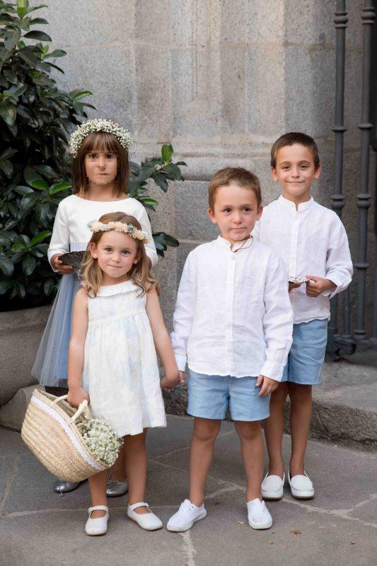 0e1a19cf0 La Menor llevó un vestido de lino también en los mismos tonos con volantito  en el cuello y puntilla estrechita en el pecho. De zapatos le tenía  compradas ...